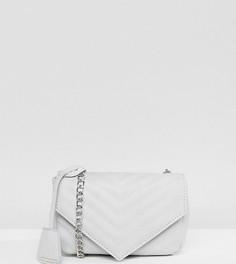 Серая стеганая сумка через плечо с шевронным узором Glamorous - Серый