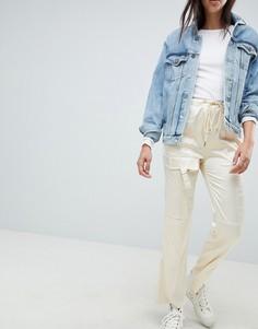 Атласные брюки ASOS DESIGN - Кремовый