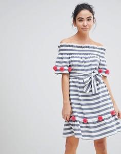 Пляжное платье в полоску с открытыми плечами и красными помпонами America & Beyond - Синий