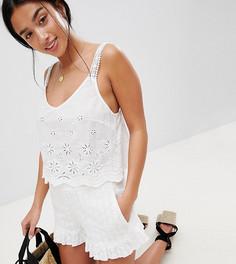 Шорты с оборками и вышивкой ришелье ASOS DESIGN Petite - Белый