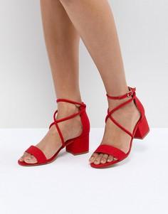 Босоножки на блочном каблуке с перекрестными ремешками New Look - Красный