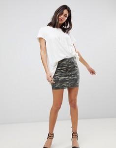 Джинсовая мини-юбка с камуфляжным принтом Free People Modern Femme - Зеленый