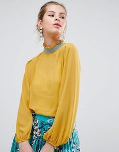Блузка с высоким воротом и контрастным кантом Traffic People - Желтый