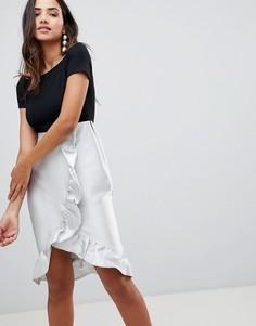Платье с широким вырезом и оборкой AX Paris - Мульти