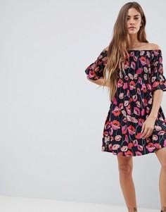 Платье с открытыми плечами, сборками и цветочным принтом Daisy Street - Мульти