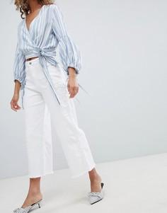 Укороченные джинсы с широкими штанинами Miss Selfridge - Белый