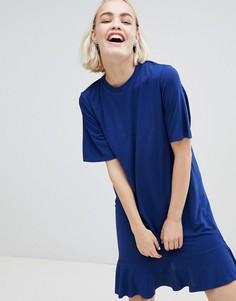 Платье-футболка с оборкой по краю Monki - Темно-синий