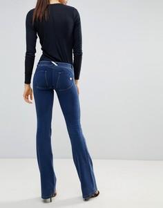 Расклешенные джинсы с моделирующим эффектом Freddy WR.UP - Синий