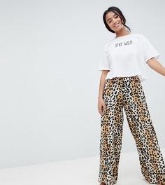 Трикотажная футболка и тканые укороченные штаны с леопардовым принтом ASOS DESIGN Petite - Мульти