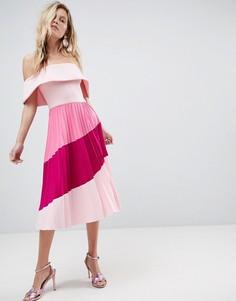 Платье-бардо миди в стиле колор блок с широким вырезом и плиссированной юбкой ASOS - Розовый
