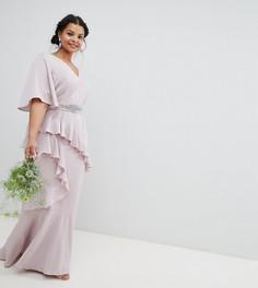 Платье макси с рукавами клеш, оборкой и декорированным поясом ASOS DESIGN Curve Bridesmaid - Розовый