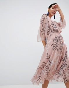Платье миди с принтом листьев Liquorish - Розовый