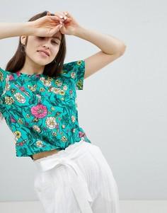 Укороченная футболка с цветочным принтом Monki - Зеленый
