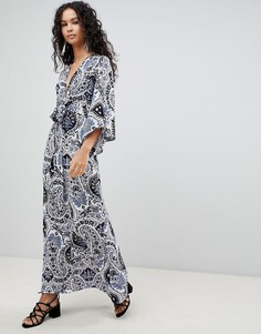 Платье макси с принтом и широкими рукавами QED London - Синий