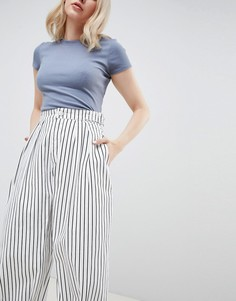 Монохромные свободные джинсы в полоску с перекрученными швами ASOS DESIGN - Белый