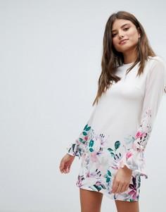Свободное платье с длинными рукавами и цветочным принтом Jessica Wright - Кремовый