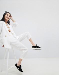Широкие брюки со складками и завязками на талии Monki - Белый