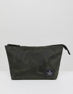Несессер цвета хаки с камуфляжным принтом ASOS DESIGN - Зеленый