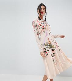 Платье миди с цветочным принтом и вышивкой птиц ASOS TALL - Розовый