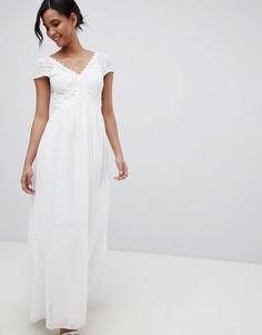 Белое платье макси с глубоким вырезом и ажурной отделкой Little Mistress - Белый