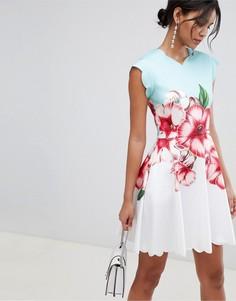 Короткое приталенное платье с фигурными краями и принтом Ted Baker - Зеленый