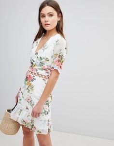 Платье с решеткой из бретелей и цветочным принтом Parisian - Белый