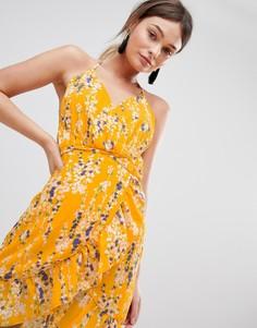 Платье на тонких бретелях с запахом и оборкой Parisian - Желтый