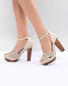 Туфли на каблуке с заклепками Miss Selfridge - Бежевый