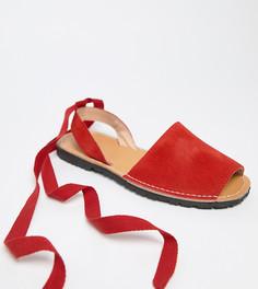 Замшевые сандалии для широкой стопы с завязкой Park Lane - Красный