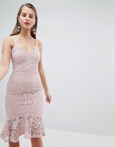 Платье на бретелях с кружевом и расклешенным подолом Lipsy - Розовый