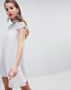 Платье-трапеция с высоким воротом и отделкой Lipsy - Серебряный