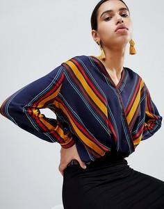 Блузка в полоску с запахом Boohoo - Темно-синий