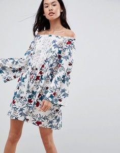 Платье с цветочным принтом, широким вырезом и кружевной вставкой Boohoo - Мульти
