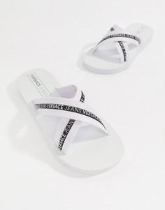 Белые шлепанцы с перекрещенными ремешками и логотипом Versace Jeans - Белый