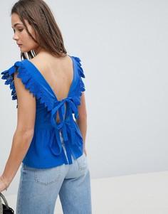 Топ с глубоким вырезом, баской и открытой спиной с завязкой ASOS DESIGN - Синий