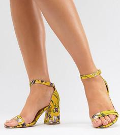 Босоножки на блочном каблуке для широкой стопы River Island - Желтый