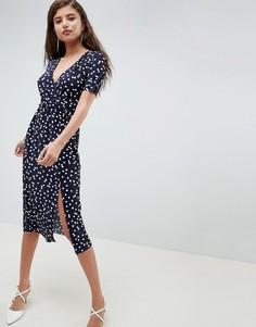 Плиссированное платье миди в горошек с запахом ASOS DESIGN - Мульти