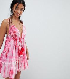 Пляжное платье с принтом тай-дай ASOS DESIGN Petite - Розовый