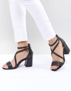 Черные босоножки на каблуке с заклепками Glamorous - Черный