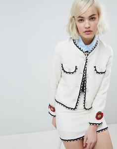 Укороченный пиджак с отделкой искусственным жемчугом Sister Jane - Кремовый