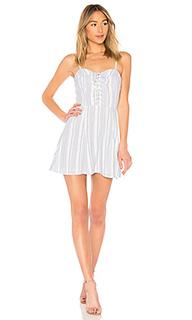 Приталенное и расклешенное платье libby - by the way.