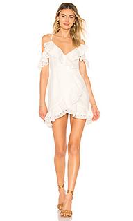Мини платье с открытыми плечами hayes - MAJORELLE
