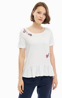 Белая футболка с оборками по низу S.Oliver