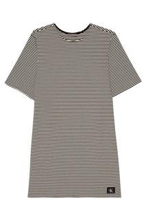 Платье в черно-белую полоску Calvin Klein