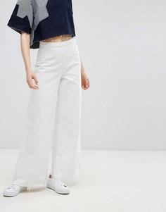 Широкие джинсы клеш с необработанным низом Waven Nella - Белый