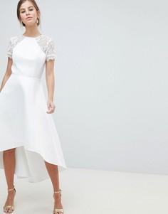 Платье для выпускного с кружевными рукавами и асимметричным краем Chi Chi London - Белый