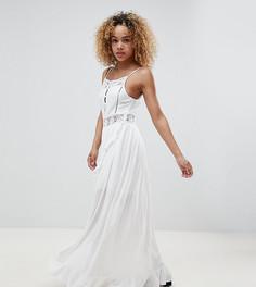 Платье с пуговицами на бретелях с запахом и вставками кроше Sisters Of The Tribe Petite - Белый