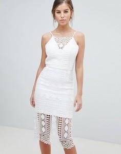 Кружевное платье миди с V-образным вырезом на спине Chi Chi London - Белый