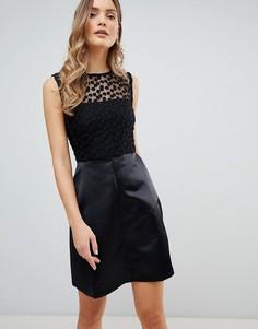 68ebb70bece Короткое приталенное платье с кружевной кокеткой Zibi London - Черный