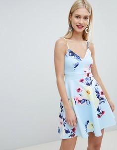 Короткое приталенное платье на бретелях с цветочным принтом Lipsy - Синий